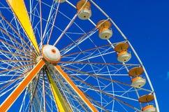 Колесо Ferris на голубой предпосылке Стоковые Фото
