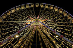 Колесо Ferris на ноче в славном, Франция Стоковая Фотография RF
