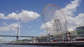 Колесо Ferris под небесно-голубым стоковые фотографии rf