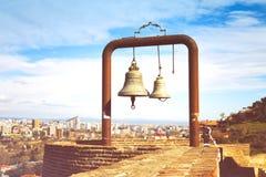 2 колокола в крепости Narikala - старом месте в Тбилиси Стоковая Фотография