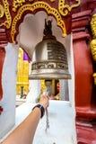 Колокол виска Wat Phra то Haripunchai в Lamphun Стоковые Изображения