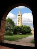 Колокольня аббатства здания Pomposa исторического в Po v Стоковая Фотография RF