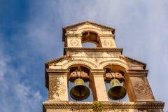 Колокольня и голубое небо в предпосылке, Дубровнике Стоковое Изображение RF