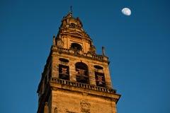Колокольня и луна Cordoba Стоковые Фотографии RF