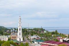 Колокольня православной церков церков в исторической части  стоковые изображения