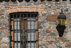Колониальные окно и фонарик Стоковые Фотографии RF