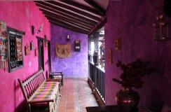 Колониальный розовый дом Стоковые Изображения RF