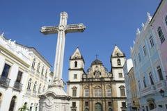 Колониальный христианский крест в Pelourinho Сальвадоре Бахи Бразилии Стоковые Изображения