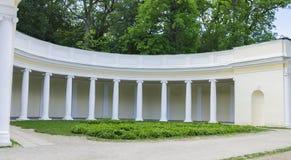 Колоннада в парке Стоковое Изображение