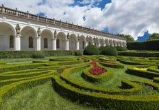 Колоннада в цветочном саде в Kromeriz Стоковые Фото