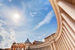 Колоннады базилики St Peter, столбцы в государстве Ватикан Стоковое фото RF