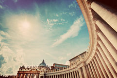 Колоннады базилики St Peter, столбцы в государстве Ватикан Стоковые Фотографии RF