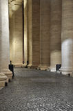 Колоннады Bernini в Сан Pietro придают квадратную форму Стоковое фото RF