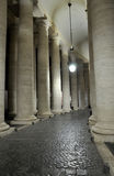 Колоннады Bernini в Сан Pietro придают квадратную форму Стоковое Изображение RF