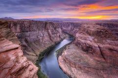 Колорадо, Horseshoe загиб на заходе солнца Стоковое Изображение