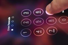 Код доступа пальца входя в на smartphone Стоковое Изображение RF