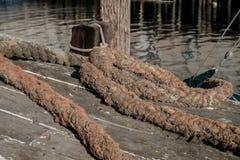 Колодец использовал промышленную веревочку перлиня используемую для того чтобы связать вниз большого омара Стоковая Фотография RF