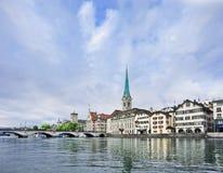 Колодец сохранил старый центр города Цюриха, Швейцарии Стоковое Изображение