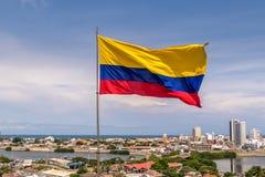 Колумбийский флаг над городом Cartagena, Колумбии Стоковая Фотография RF