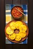 Колумбийское Arepa с соусом Hogao Стоковая Фотография RF