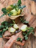 Кольраби капусты на деревянной доске кухни Стоковое Фото