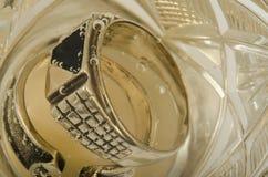 Кольца в шампанском Стоковые Фотографии RF