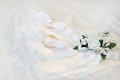 кольца золота 2 wedding романско Стоковые Фотографии RF