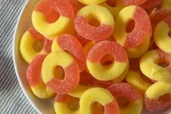 Кольца конфеты сладостного слащавого персика камедеобразные Стоковая Фотография