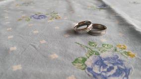 2 кольца на таблице Стоковое Изображение RF