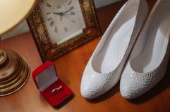 кольца предпосылки яркие wedding белизна Стоковые Фото