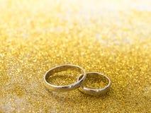 кольца предпосылки яркие wedding белизна Стоковая Фотография RF