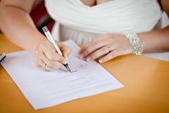 Кольца рук wedding невеста Стоковая Фотография