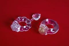 2 кольца для раскрытия пениса на красном цвете Стоковое фото RF