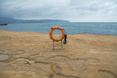 Кольцо жизни на пляже Стоковые Изображения
