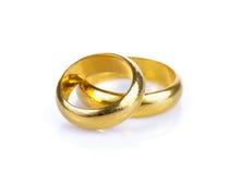Кольцо золота на белой предпосылке Стоковые Фото