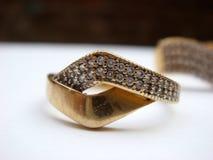 Кольцо золота на белой предпосылке Стоковое Изображение
