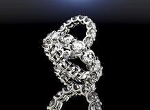 кольцо диаманта золотистое серебр ювелирных изделий золота ткани предпосылки черный Стоковые Изображения RF