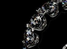 кольцо диаманта золотистое серебр ювелирных изделий золота ткани предпосылки черный Стоковое Изображение