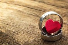 2 кольцо и форма сердца Стоковая Фотография