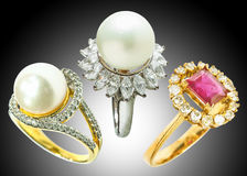 Кольцо кольца с бриллиантом и жемчуга Стоковое Изображение RF