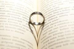 Кольцо на книге Стоковое Изображение RF
