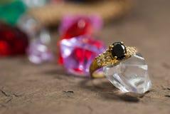 Кольцо на элегантной серой предпосылке Стоковое Изображение