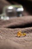 Кольцо на элегантной серой предпосылке Стоковое фото RF