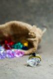 Кольцо на элегантной серой предпосылке Стоковая Фотография