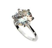 Кольцо пасьянса диаманта изолированное на белой предпосылке Стоковые Фотографии RF