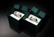 Кольцо серебряного или белого золота Стоковое Фото