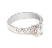 Кольцо с бриллиантом захвата на белой предпосылке Стоковое Изображение RF