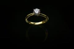 18 кольцо с бриллиантом Ct YG Стоковое фото RF