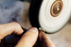 Кольцо украшений полируя стоковое изображение rf