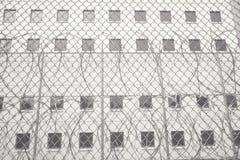 Колючая проволока на тюрьме Cook County, Чикаго, Иллинойсе Стоковые Изображения RF